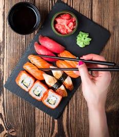 Попробуй суши, роллы и сеты со скидкой 50% от компании