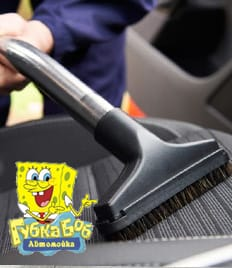 Химчистка салона и полировка кузова от автомойки «CAR WASH» и «Губка Боб» со скидкой 50%