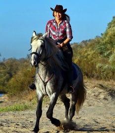 Конная прогулка для одного или двоих от частной конюшни «Небесный Аргамак» со скидкой 50%