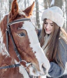 Летняя конная прогулка для одного или двоих от частной конюшни «Жокей» со скидкой 50%